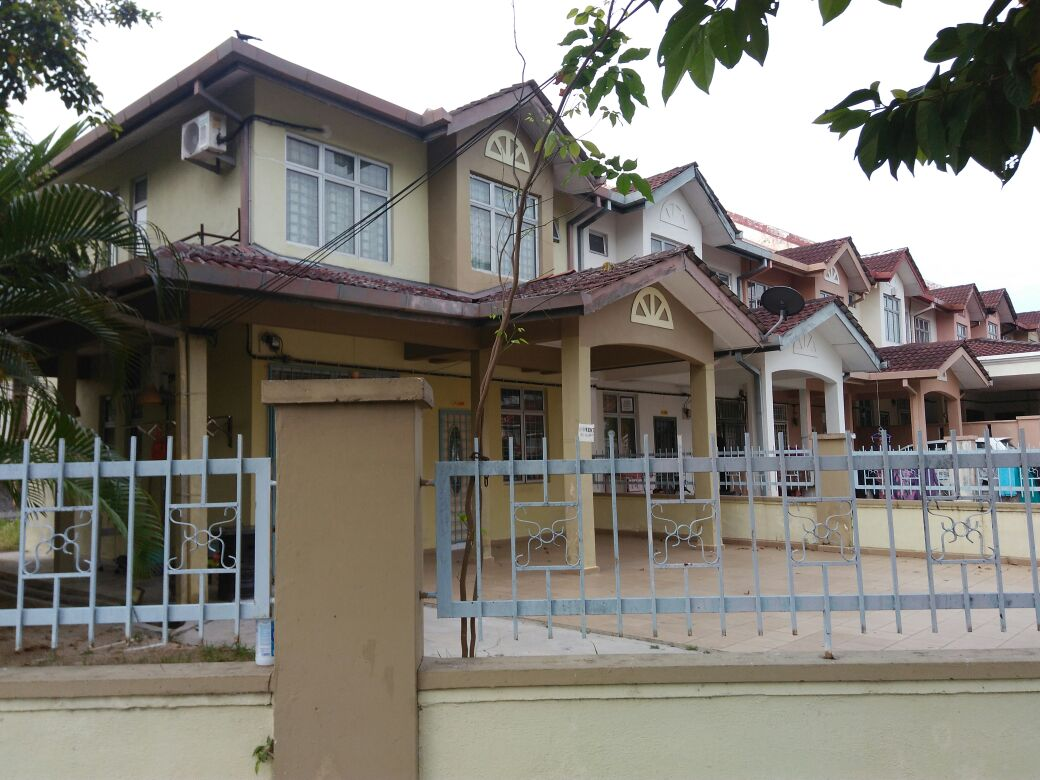 Teres 2 Tingkat Corner Lot Desa Anggerik Nilai Fully Furnished Freehold